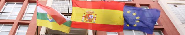 banderas ondeantes de La Rioja, España y Europa